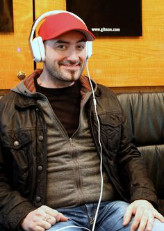 Tommy Mac from Hedley testing out some Monster Inspiration headphones!