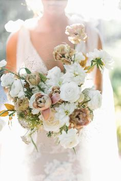 Dreamy celestial inspired editorial Photo: @katinapatriquinphoto Floral Wedding, Wedding Bouquets, Wedding Flowers, Out Of This World, Perfect Wedding, Floral Arrangements, Floral Wreath, Celestial, Bridal
