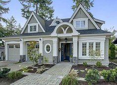 ideas house exterior colors cream beautiful homes Cottage House Plans, Cottage Homes, House 2, Style At Home, Exterior House Colors, Exterior Design, Exterior Paint, Exterior Siding, Facade Design