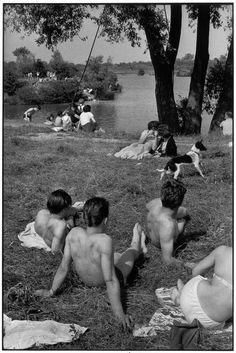 Henri Cartier-Bresson, juvisy-sur-Orge, France, 1955. © Henri Cartier-Bresson/Magnum Photos.