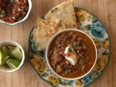 Ree Drummond is fixing a warming lunch. There's Chunky Beef Chili, a real cowboy favorite amped up with two kinds of beef, and to top it, The Cheesiest Quesadilla makes a fabulous fixin'. For dessert there's Individual Caramel Cakes to keep Ree's crew sweet.