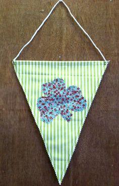Single flag with Shamrock on both sides. Irish, Knit Crochet, Great Gifts, Flag, Crafty, Knitting, Handmade, Hand Made, Irish Language