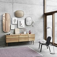 The Muuto Framed Mirror designed by Anderssen and Voll is a classic accessory for any modern interior design. It comes from the Finnish label Muuto, who Scandinavian Interior Design, Scandinavian Living, Nordic Design, Decor Interior Design, Modern Design, Interior Decorating, Room Interior, Scandinavian Furniture, Design Interiors