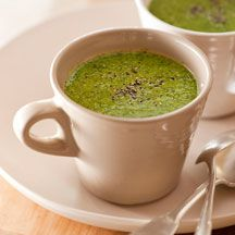 Pea and Spinach Soup - just made this for lunch, quick and easy and delicious. I added a spoonful of Philly for added creaminess. Healthy Detox, Healthy Juices, Healthy Soup, Stay Healthy, Soup Recipes Uk, Ww Recipes, Healthy Recipes, Weightwatchers Recipes, Spinach Soup