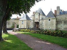 La ville de Richelieu en France ,son château et son parc ont été crées en 1631 par le Cardinal de Richelieu