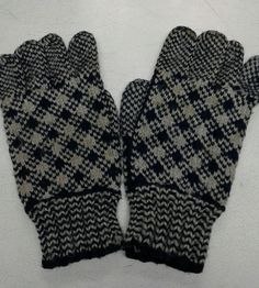 Vintage knit gloves from the Burin Peninsula of Newfoundland Mittens Pattern, Pattern Library, Knitted Gloves, Vintage Knitting, Newfoundland, Knitting Patterns, Socks, Hats, Crochet