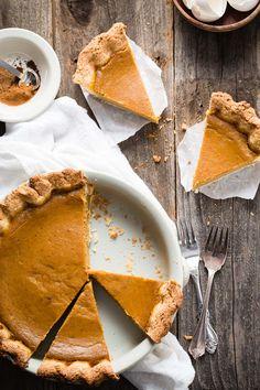 Creamy pumpkin pie with cloves, cinnamon and nutmeg