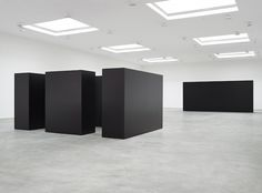 """Installation view of """"Tony Smith,"""" currently on view at Matthew Marks Gallery. ©ESTATE OF TONY SMITH/ARTIST RIGHTS SOCIETY (ARS), NEW YORK/COURTESY MATTHEW MARKS GALLERY"""