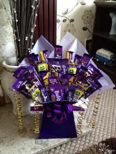 All British dairy milk chocolate bar candy bouquet. Looks fantastic! Chocolate Bouquet Diy, Chocolate Tree, Chocolate Gifts, Chocolate Boxes, Cadbury Chocolate, Sweet Hampers, Gift Hampers, Gift Bouquet, Candy Bouquet