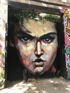 En #Poblenou #Barcelona (calles Espronceda con Marroc) hay #EsquinasMagicas llena #Graffitis que cambian sus vestidos con cierta periodicidad. #ArteCallejero #StreetArt