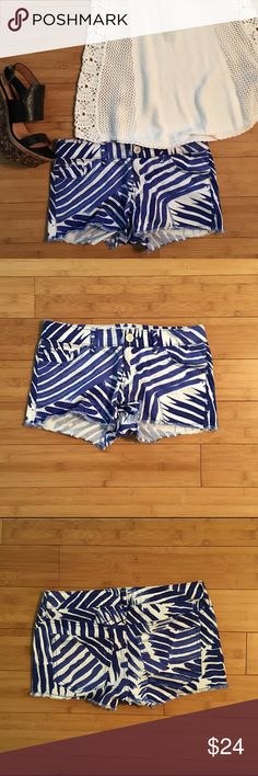 """🎊HP🎊Express Printed Shorts White denim shorts with blue lines. Frayed hem. Worn twice and in excellent condition. Approximately 14 1/2"""" across the waist when laid flat. Approximately 9 1/2"""" long with a 2"""" inseam. Could fit a small 0/25 as well. 98% cotton, 2% spandex Express Shorts Jean Shorts"""