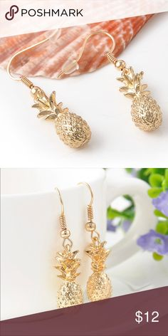 Pineapple fashion gold tone metal earrings SO IN SEASON! Adorable and tropical pineapple earrings Gold tone (zinc alloy) metal Pineapple pendants are approximately long. Gold Earrings, Gold Jewelry, Drop Earrings, Gold Fashion, Fashion Tips, Fashion Design, Fashion Trends, Pineapple Earrings, Gold Pineapple