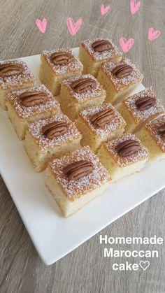 We gaan dit keer voor lekker oldskool! Een heerlijke Marokkaanse sinaasappelcake wat mijn moeder vroeger altijd voor ons bakte. Tijdens het bakken van deze cake bracht het mij veel herinneringen op… Tea Recipes, Sweet Recipes, Baking Recipes, Dessert Recipes, Cake Cookies, Cupcake Cakes, Morrocan Food, Flan Cake, Chocolate Cheesecake Recipes