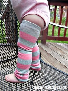 DIY baby leg warmers :) I will never have to buy a pair of babylegs again! My Baby Girl, Baby Love, Baby Sewing Tutorials, Sewing Ideas, Sewing Projects, Diy Projects, Do It Yourself Baby, Baby Leg Warmers, Arm Warmers