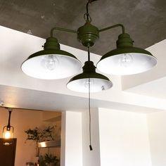 シックなグリーンが際立つ「ベルデシリーズ」。ベルデはイタリア語で「緑」を意味しています。男前インテリアとして取り入れる人も多いんですよ! Ceiling Lights, Lighting, Furniture, Home Decor, Decoration Home, Room Decor, Lights, Home Furnishings, Outdoor Ceiling Lights