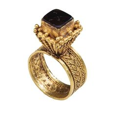 Gold Ring with Filigree Decoration, 6th–7th century, Visigothic (?). Gold. Height 34.4 mm; exterior diameter 20.26 mm.; weight 10.1 g.