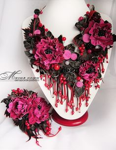 Beautiful leather jewelry by Svetlana Hramovskih. MOre - http://beadsmagic.com/?p=4135