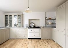 The U-shaped design of our beautiful Brighton Kitchen really helps to make the most of the available space and maximise storage too. #deVOLKitchens