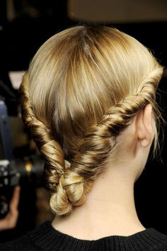 http://www.glamourmagazine.co.uk/beauty-and-hair/hair-trends/2012/07/autumn-winter-2012-hair-trends-hairstyles#!image-number=20