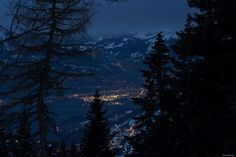 Schneeschuhtour in den Waadtländer  #Bretaye #snowshoeing #winter #Villars #bynight www.villars.ch Ski Mountain, Night City, Winter Landscape, Winter Season, Switzerland, Skiing, Wonderland, Composition, Landscapes