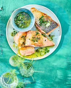 Recette saumon aux herbes, citron et câpres - Marie Claire Marie Claire, Avocado Toast, Breakfast, Ethnic Recipes, Food, Grasses, Lemon, Fish, Dish