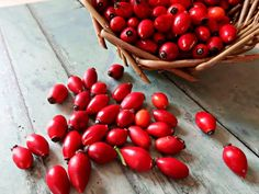 How to Make Raw Rosehip Syrup. Easy No-cook Recipe. • Craft Invaders Gin Recipes, Cooking Recipes, Cocktail Recipes, Rosehip Syrup, Rosehip Tea, Sloe Berries, Garlic Chips, Cordial Recipe, Vegetable Crisps