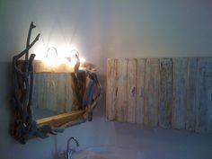 Κατασκευή έκθεση επίπλων, έργων τέχνης, είδη δώρων στην Μύκονο.