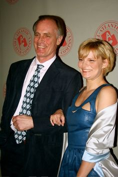 Keith Carradine and daughter Martha Plimpton, two of our best actors. Daddy Daughter Pictures, Father Daughter, Star Family, Family Album, Hollywood Fashion, Hollywood Actor, Celebrity Kids, Celebrity Pictures, Tv Actors