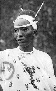 "Africa | ""Watutsi, noble du Ruanda"" || Vintage postcard | 14 Butare ""Astrida"""