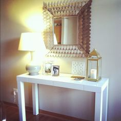 Console table and mirror display. Could easily make that mirror with cardboard Chicago Today, Modern Classic Interior, Home Decor Inspiration, Decor Ideas, Pretty Room, Foyer Decorating, Dream Decor, Ideal Home, Merida