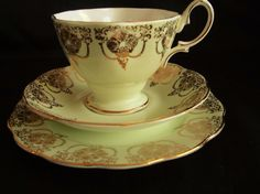 VINTAGE 1960s ROYAL ALBERT BONE CHINA GREEN & GOLD LACE TRIO CUP SAUCER PLATE