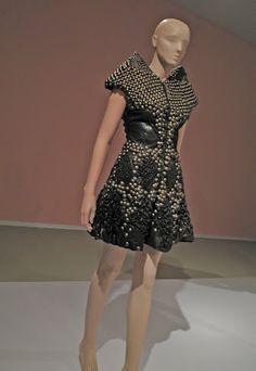 Dutch Fashion Designer Iris van Herpen: http://kraplap.blogspot.de/2012/04/fashion-iris-van-herpen.html