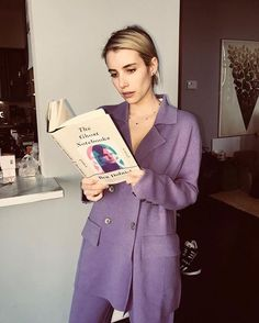Actress Emma Roberts wearing MANDKHAI purple suit at Belletrist March book pick Love Fashion, Fashion Looks, Tokyo Fashion, Spring Fashion, Emma Roberts Style, Emma Ross, Purple Suits, Dresses For Less, Woman Reading