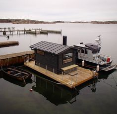 Image may contain: sky, outdoor and water Pontoon Houseboat, Houseboat Living, Pontoon Boat, Houseboat Ideas, Floating Dock, Floating House, Lake Dock, Boat Dock, Saunas