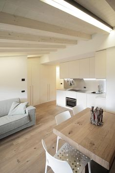 Wood, white and light – an irresistible trio - Modern Style At Home, Modern Interior, Home Interior Design, Casa Milano, Mini Loft, Small Apartment Interior, Archi Design, Design Moderne, Minimalist Home