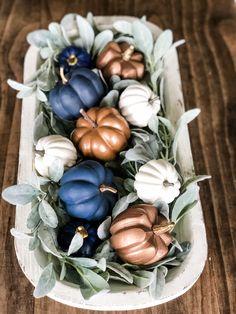 Simple, cute and easy to do! Fall dough bowl idea, an easy way to style it Blue Fall Decor, Fall Home Decor, Thanksgiving Decorations, Seasonal Decor, Fall Table Decorations, Centerpiece Ideas, Centerpieces, Holiday Decor, Coastal Fall