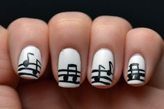 Minimalistas uñas musicales, busca divertidos diseños en http://mipagina.1001consejos.com/