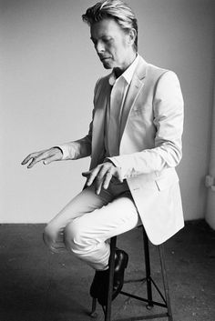 .@DavidBowieReal #Hommage to #Men in #Photography by Mario Testino