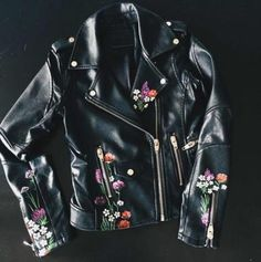 How to Easily Customize Your Own Faux Leather Jacket - Dressed to Kill - - This is going to be your ultimate DIY painting project. Who else has too many black faux leather jackets that are just sitting in your closet? Painted Leather Jacket, Custom Leather Jackets, Black Faux Leather Jacket, Leather Jacket Outfits, Colorful Leather Jacket, Leather Jacket Patches, Faux Jacket, Trendy Fashion, Fashion Tips