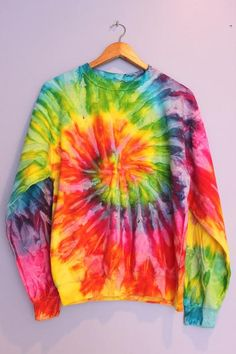 Bright Rainbow Tie-Dye Crewneck Sweatshirt – Era of Artists Tie Dye Hoodie, Tie Dye Shirts, Crew Neck Sweatshirt, Tie Dye Outfits, Cute Outfits, Camisa Tie Dye, Batik Mode, Tie Dye Bedding, Tie Dye Fashion