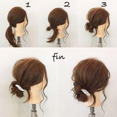超簡単メッシーバンアレンジ 1、ポニーテールを作ります! 2、輪になるように結びます! 3、残った毛先を巻きつけて、、 崩してヘアアクセを付けて完成です(^^)