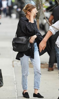 Olsens Anonymous Blog Style Fashion Get The Look Mary-Kate And Ashley Olsen Step Out In NYC With Light-Wash Denim Looks Ash Bun Satin Silk Jacket The Row Leather Bag Rolled Jeans Suede Loafers Candid photo aflo_AINA371051.jpg
