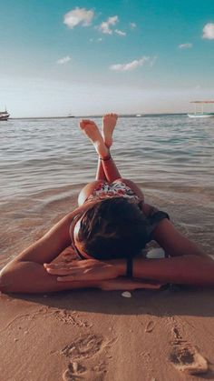 """The post """"Photo inspiration on the beach !"""" appeared first on Pink Unicorn Beach Tumblr Beach Pictures, Cute Beach Pictures, Beach Pics, Summer Poses Beach, Poses On The Beach, Beach Poses For Couples, Beach Tumblr, Beach Art, Beautiful Pictures"""