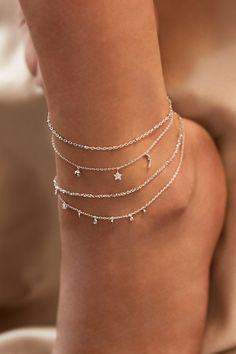 Rue Gembon Arielle Silber Fußkette Source by nila_harasaki bracelets Ankle Jewelry, Ankle Bracelets, Cute Jewelry, Vintage Jewelry, Jewelry Bracelets, Trendy Jewelry, Silver Jewelry, Silver Rings, Silver Ankle Bracelet