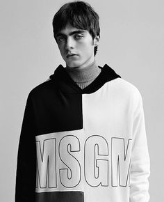 Lennon Gallagher fronts the Fall/Winter 2017 campaign of MSGM, captured by the lens of Alasdair McLellan. Beauty Editorial, Editorial Fashion, Editorial Photography, Fashion Photography, Photography Magazine, Lennon Gallagher, Retro Fashion, Fashion News, Men's Fashion