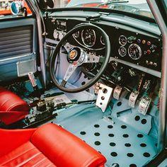 Narrow cockpit* Mini Cooper S, Mini Cooper Classic, Classic Mini, Classic Cars, Aircraft Interiors, Car Interiors, Mini Cooper Interior, Bomber Seats, Mini Morris