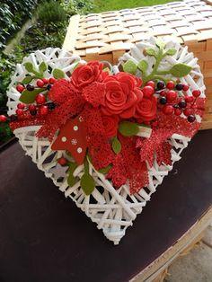 MAGIE DI CUCITO di Lucia Dalla Costa ......creare con fantasia..... Valentines Day Decor Rustic, Valentine Day Wreaths, Valentine Decorations, Valentine Crafts, Christmas Decorations, Holiday Decor, Christmas Ornament Crafts, Christmas Wreaths, Felt Crafts