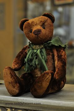This one looks like one of my favorite old teddies <3