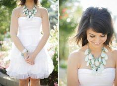 Maxi colar nas noivas! http://www.blogdocasamento.com.br/cerimonia-festa-casamento/trajes-e-acessorios/noivas-com-maxi-colar/