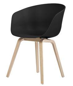 Fauteuil About a chair / Coque plastique & pieds bois Noir / Piètement bois naturel - Hay